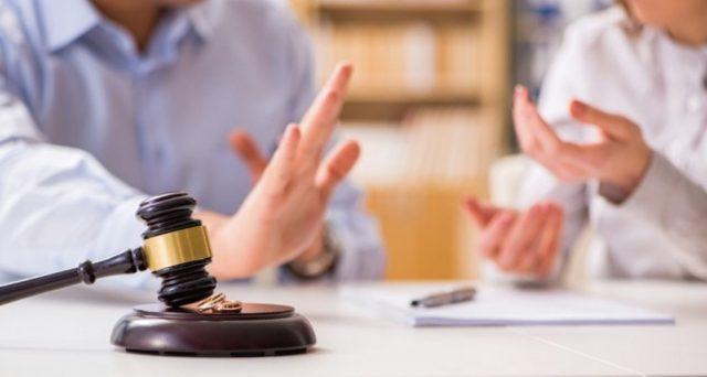 Chi lavora in nero perde il diritto al mantenimento? Che cosa dicono le sentenze di divorzio su questo punto e a chi spetta l'onere della prova.