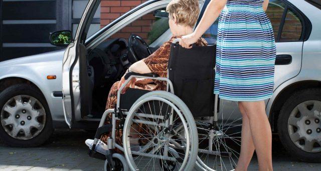 Se il disabile non è fiscalmente a carico dell'acquirente, il diritto all'IVA agevolata del 4% decade. Gli obblighi dei concessionari e i controlli dell'Agenzia delle Entrate.
