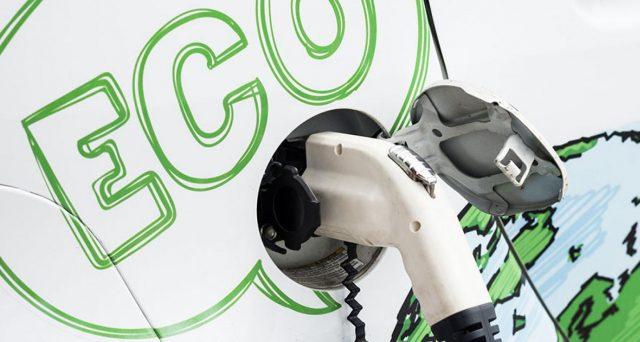 Compilazione del modello F24 per beneficare dell'ecobonus 2019. Approvati i codici tributo da utilizzare per i crediti d'imposta sull'acquisto di auto ibride ed elettriche.