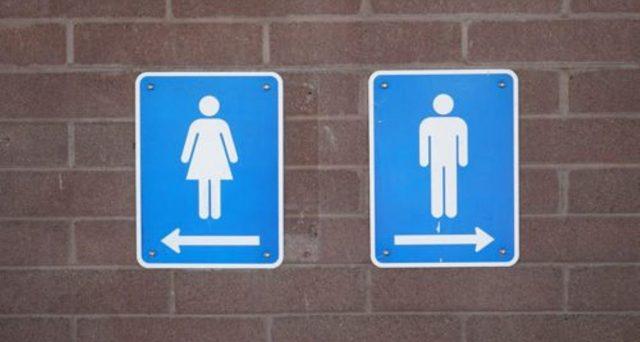 Uso del bagno nel bar riservato ai clienti: per gli altri arriva la tassa? Ecco dove e come funzionerebbe.