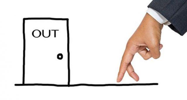 Assenza giustificata da lavoro: quali sono i motivi familiari e gli imprevisti a casa che possono evitare il licenziamento per giusta causa.