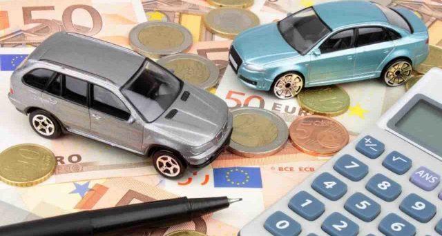 Chi acquista una nuova auto ibrida o elettrica ha diritto al eco bonus, uno sconto che può arrivare fino a 6.000 euro. Tutti i dettagli.