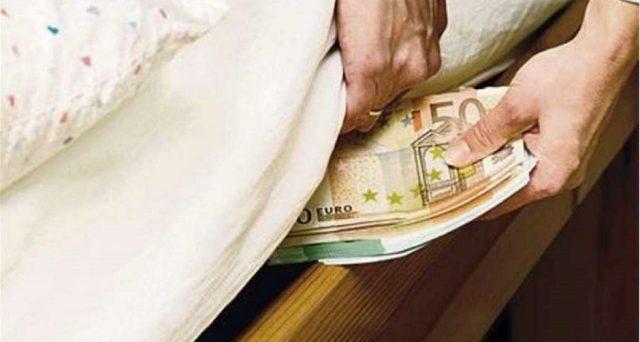I soldi detenuti in casa o sotto il materasso sono leciti. Ma il rischio è che il fisco possa allungare le mani se si cominciando a spendere.