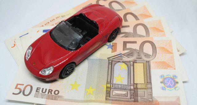 L'acquisto di un'auto costosa non è più soggetto a controlli da parte del fisco. Il redditometro non funziona bene ed è stato sospeso.