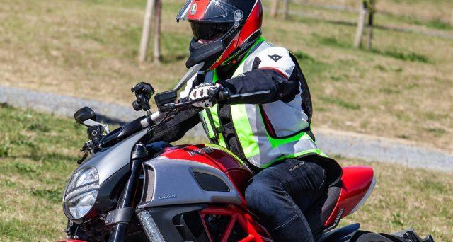 Un emendamento al decreto fiscale collegato alla manovra di bilancio ripropone due tipi di bonus airbag per moto e motorini.