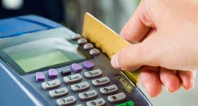 Italia fanalino di coda per l'utilizzo di bancomat e carte di credito. Eppure ci sono più Pos che nel resto della Ue e anche le commissioni sono più basse.