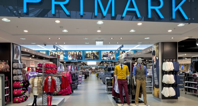 La nota catena di abbigliamento low cost debutta anche a Roma e assume giovani per varie figure professionali.