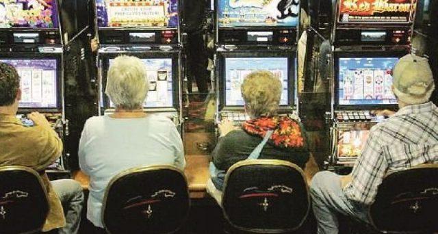 Un emendamento alla manovra 2020 prevede più tasse su lotterie e slot machines. E dal 2021 potrebbero aumentare ancora.