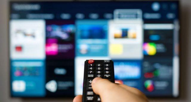 A partire dal 2022 il vecchio televisore potrebbe diventare un mobile d'arredo. Vediamo per quale motivo.