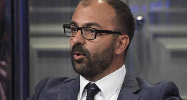 L'ex ministro Fioramonti non ci sta e attacca Di Maio. Vediamo cosa sta succedendo.