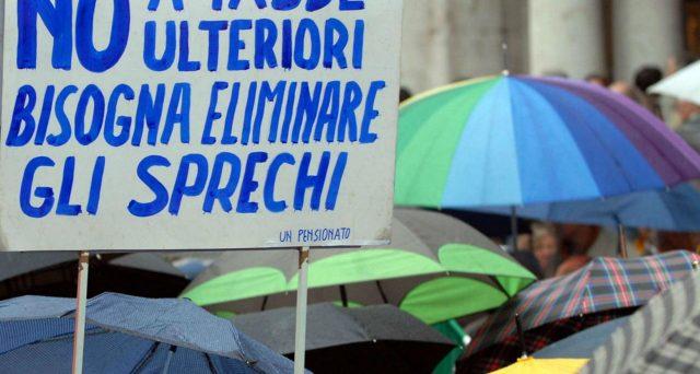 L'Italia non si è ancora ripresa dallo schock fiscale del 2012. Secondo i commercialisti italiani la riduzione della pressione fiscale è impercettibile nonostante il bonus Renzi di 80 euro.