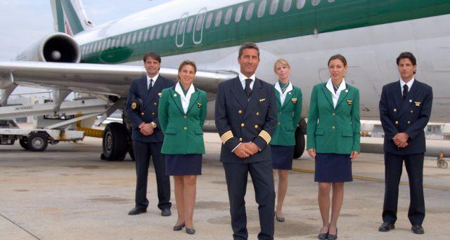 Alitalia avrebbe pagato il 50% di tasse in meno sulla retribuzione di piloti e hostess. Inviate 3.600 cartelle esattoriali per 40 milioni di euro.