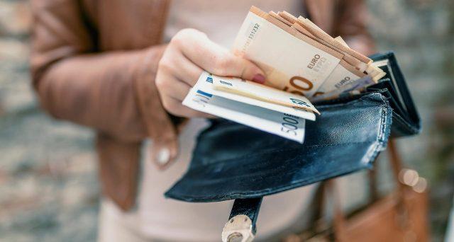 Le operazioni dovranno essere individuate considerando tutte le movimentazioni di denaro effettuate dal medesimo soggetto, in qualità di cliente o di esecutore