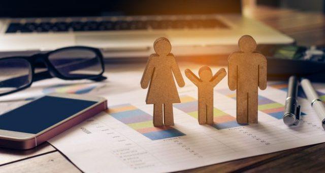 Il congedo parentale straordinario Covid-19 è fruibile fino al 13 aprile. Come fare domanda e a quanto ammonta l'indennità.