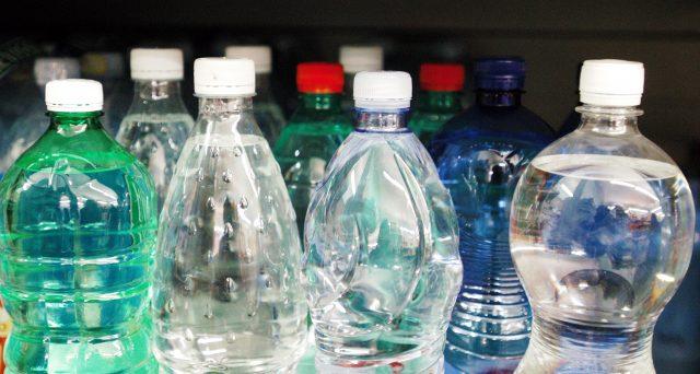 A causa delle difficoltà economiche che il nostro Paese si trova ad affrontare in questo periodo, il Governo starebbe optando per il rinvio della plastic tax e della sugar tax al primo luglio 2021.