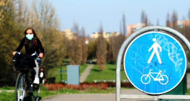 Fino a 1500 euro per la bici elettrica, 200 per quelle tradizionali. E investimenti sulle piste ciclabili temporanee. L'Italia ripartirà su due ruote?