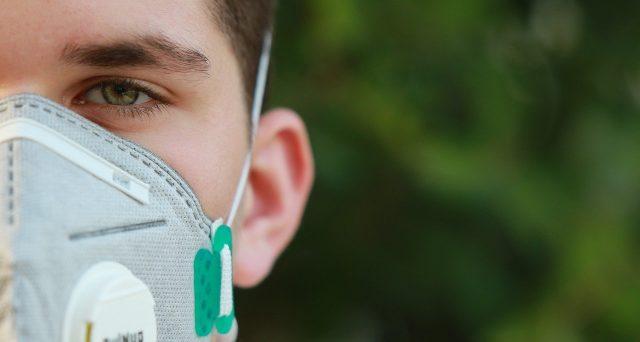 La spesa sostenuta per l'acquisto di mascherine protettive che si è costretti ad indossare in questo periodo emergenziale da Covid-19 dovrebbe essere detraibile ai fini IRPEF dato che potrebbe annoverarsi tra i dispositivi medici ammessi alla detrazione fiscale