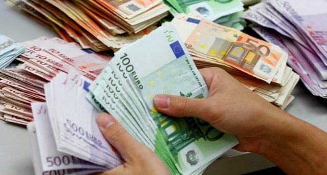 Scende la soglia per i pagamenti in contanti: attenzione rischiano multe non solo gli evasori ma anche amici e parenti che si prestano o regalano denaro