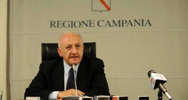 Pensioni minime innalzate a 1.000 euro al mese a maggio e giugno. Il presidente della Campania De Luca corre in aiuto ai più bisognosi utilizzando fondi regionali.