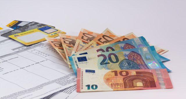 L'Agenzia delle Entrate ha anche chiarito che i compensi per le prestazioni effettuate dal de cuius e percepiti dagli eredi rappresentano per questi redditi di lavoro autonomo tassati separatamente secondo il principio di cassa salvo la facoltà per la tassazione ordinaria