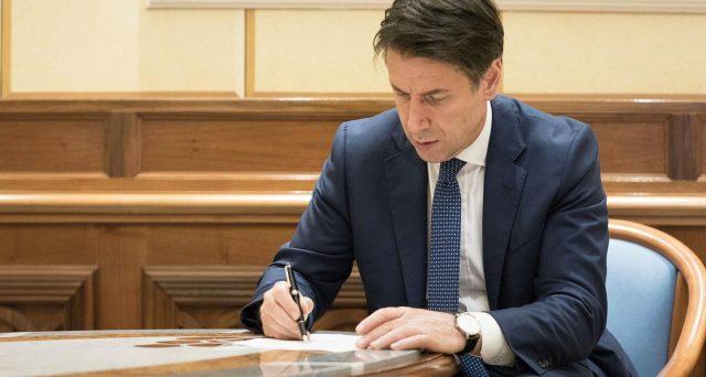 Nuovo Dpcm 7 settembre firmato da Giuseppe Conte: cosa cambia per mascherine, distanziamento sociale, stadi, discoteche, scuole e spostamenti.