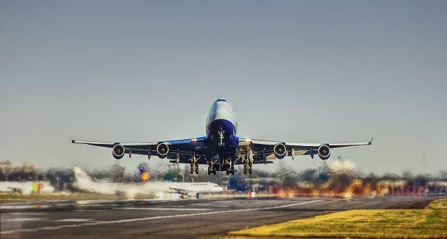 Viene estesa da 12 a 18 mesi la validità del voucher riconosciuto in relazione a contratti di trasporto aereo, ferroviario, marittimo, nelle acque interne o terrestre, ai contratti di soggiorno e ai contratti di pacchetto turistico