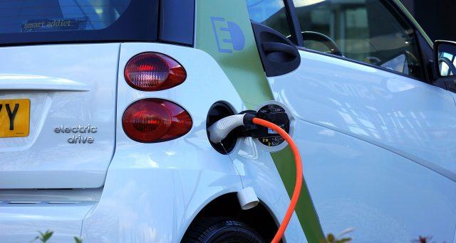Secondo l'Agenzia delle Entrate l'installazione delle colonnine di ricarica per veicoli elettrici gode dell''IVA al 10% solo se installate insieme all'impianto fotovoltaico