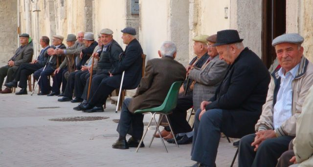 Il numero delle pensioni ha superato quest'anno quello degli stipendi. La Cgia di Mestre fa notare le difficoltà di un Paese che vive di rendita.