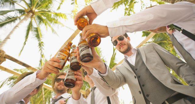Secondo l'Agenzia delle Dogane per l'attività di consegna a domicilio di bevande alcoliche non si presenta necessità di ulteriore denuncia di esercizio poiché tale attività è ricompresa nella licenza di somministrazione già rilasciata