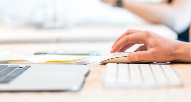 Il Governo ha messo in campo risorse e interventi per supportare le famiglie meno abbienti con appositi voucher (bonus 500 euro) per l'acquisto di computer tablet e internet.