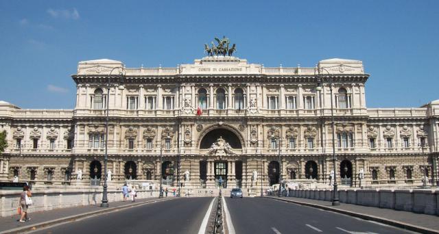 Con una recente ordinanza della Corte di Cassazione si pone fine ad un caso di presunta elusione fiscale per interposizione fittizia. Vediamo meglio di cosa si tratta.