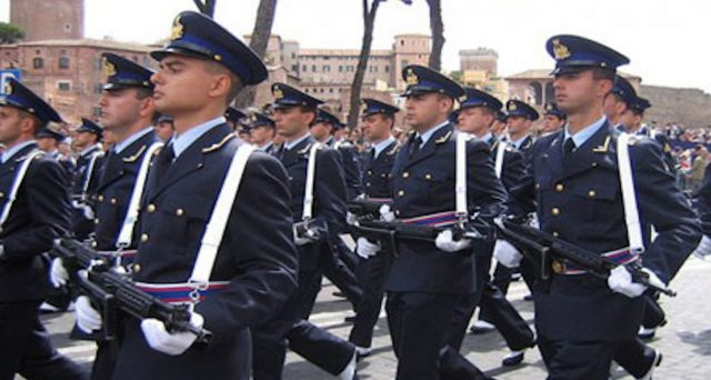 La pensione privilegiata è stata abolita dalla riforma Fornero ma sussiste ancora per i militari e le forze dell'ordine. Come funziona e chi ne ha diritto.