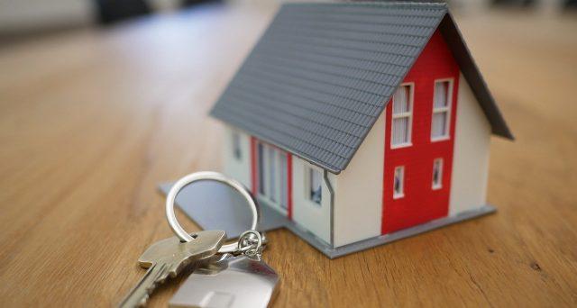 La detrazione IRPEF per gli interessi del mutuo destinato all'acquisto dell'abitazione principale è compromessa se l'immobile si trova fuori dall'Italia