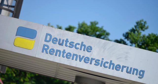 Per la riforma delle pensioni, l'Italia guarda anche al modello tedesco che prevede la pensione anticipata con taglio dell'assegno.