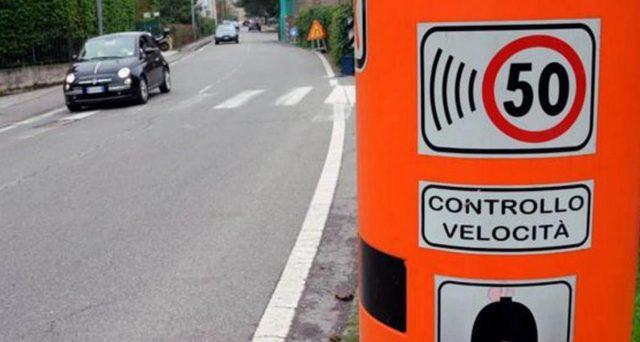 Arrivano gli autovelox fissi anche sulle strade comunali e nei quartieri. Ma non solo. Tutte le novità in arrivo al Codice della Strada.