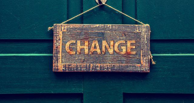 Poiché la trasformazione da società di persone a ditta individuale non dà luogo ad un'attività neocostituita, per il calcolo del contributo a fondo perduto si considera il fatturato della società oggetto della trasformazione