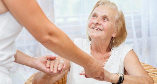 Bonus 3600 euro per colf e badanti: quali anziani hanno diritto al rimborso