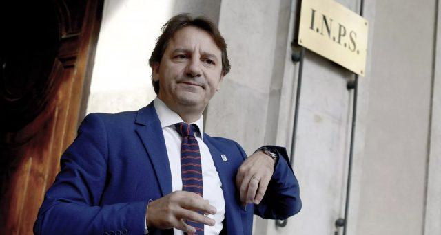 Aumentano le quotazioni per la riforma proposta dal presidente Inps Pasquale Tridico. Tutti in pensione a 64 anni, ma a una condizione.
