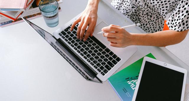 La fornitura del personal computer o tablet deve essere contestuale e direttamente collegata al contratto per l'attivazione del servizio di connettività.