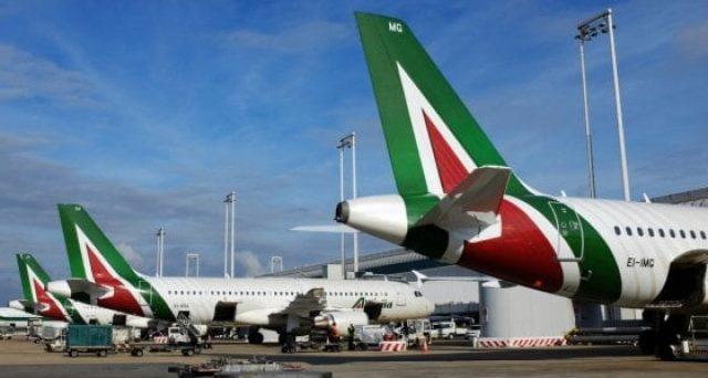 Alitalia mette in cassa integrazione 6.800 dipendenti per altri 12 mesi. Intanto il governo bisticcia sulle nomine e i contribuenti pagano.