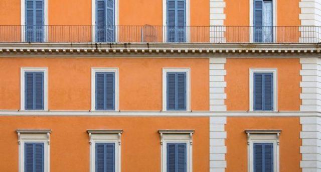 Bonus facciate, perché infissi e terrazza NO e balconi SI: lista completa