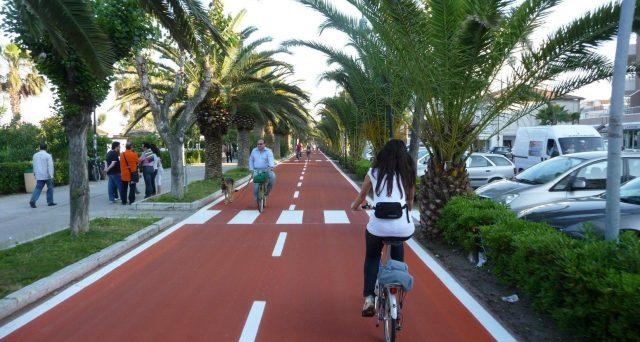 Pubblicato il decreto del Ministero dei Trasporti che stanzia 137,2 milioni per le piste ciclabili. I fondi andranno agli enti locali nel 2020 e 2021.