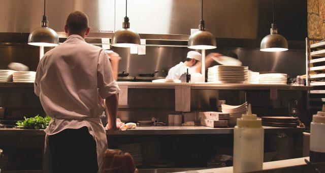 Bonus per attrezzatura da cucina, direttamente nelle tasche dei ristoratori: ecco di quanto e come funzionerebbe