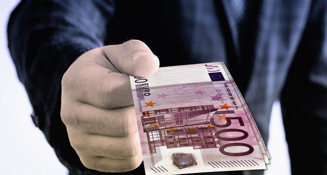 Bonus Natale, dai 500 euro ai lavoratori cig agli aiuti alle partite Iva: Governo a lavoro sui prossimi Dpcm di dicembre.