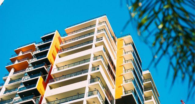 L'IMU è dovuta anche sulle parti condominiali dotate di autonoma rendita catastale. Tra questi rientra anche l'alloggio assegnato al portiere