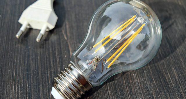 Nel 2021 l'utenza elettrica delle attività colpite dalla crisi economica da Covid-19 costerà di meno