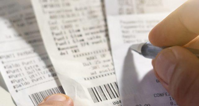 La lotteria degli scontrini premia anche gli esercenti, con premi settimanali, mensili e annuali.
