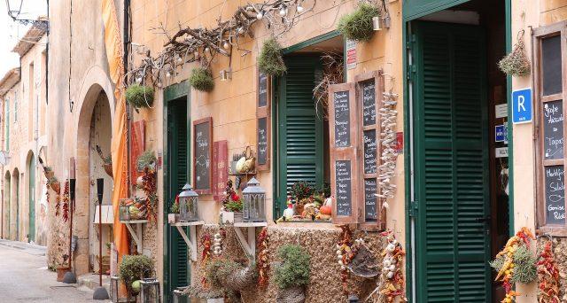 La domanda per il contributo a fondo perduto previsto per il settore della ristorazione può essere fatta anche tramite gli uffici di Poste Italiane