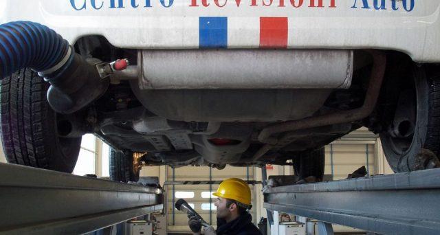 Nel 2020, la spesa per la revisione auto è scesa del 7% causa lockdown. Per recuperare lo stato alza le tariffe di 9,95 euro.