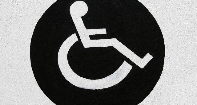 Per godere dell'IVA al 4% sui beni destinati ai disabili occorre esibire al venditore la relativa documentazione